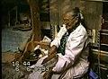 4 ureinwohnerin bei der handarbeit 1.jpg