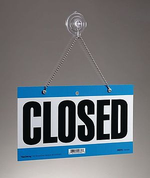 English: This is my picture of a closed sign. ...