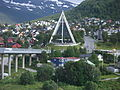 85668 Tromsdalen kirkested - Ishavskatedralen from bridge.jpg