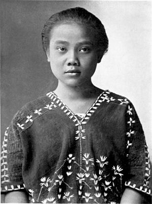 Karen people - Image: A Karen woman