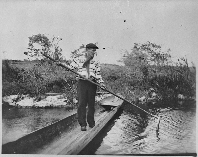 File:A Seminole spearing a garfish from a dugout, Florida, 1930 - NARA - 519169.jpg