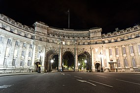 Admiralty Arch at night 2012-09-12.jpg