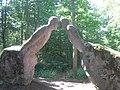 Alia statuo de Olavi Lanu en arbaro Lanupuisto sur monto Kartano.jpg