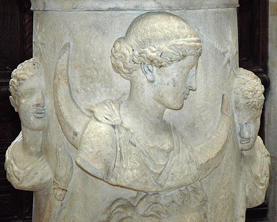 Altar Selene Louvre Ma508