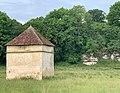 Ancien bâtiment agricole, Druyes-les-Belles-Fontaines, juin 2019.jpg