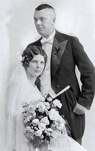 Hubert Burda Media - Wedding photo of Aenne and Franz Burda Sr (1931)