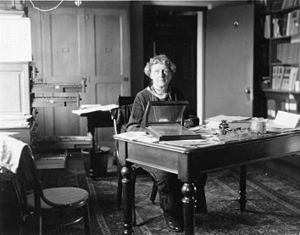 Annie Jump Cannon - Image: Annie Jump Cannon sitting at desk