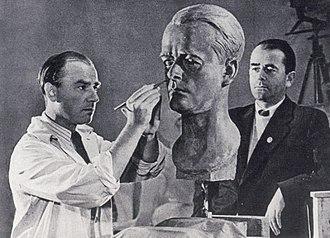 Arno Breker - Arno Breker carves a portrait of Albert Speer in 1940