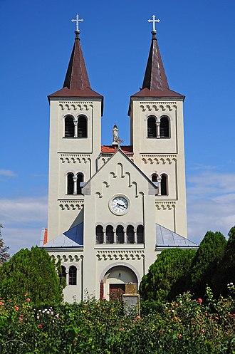 Bíňa - Image: Bíňa, Kostol Panny Márie, Slovensko