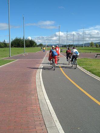 Bogotá's Bike Paths Network - Arbour and bike path on Rio Juan Amarillo