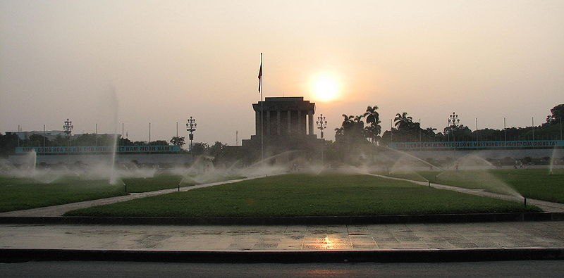 http://upload.wikimedia.org/wikipedia/commons/thumb/0/09/Ba_Dinh_Square_2007.jpg/800px-Ba_Dinh_Square_2007.jpg