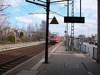 Bahnhof St. Egidien durchfahrender RE.JPG