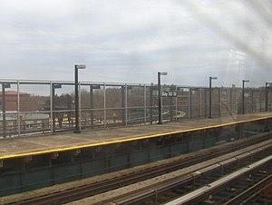 Bay 50th Street (BMT West End Line) - Manhattan bound platform