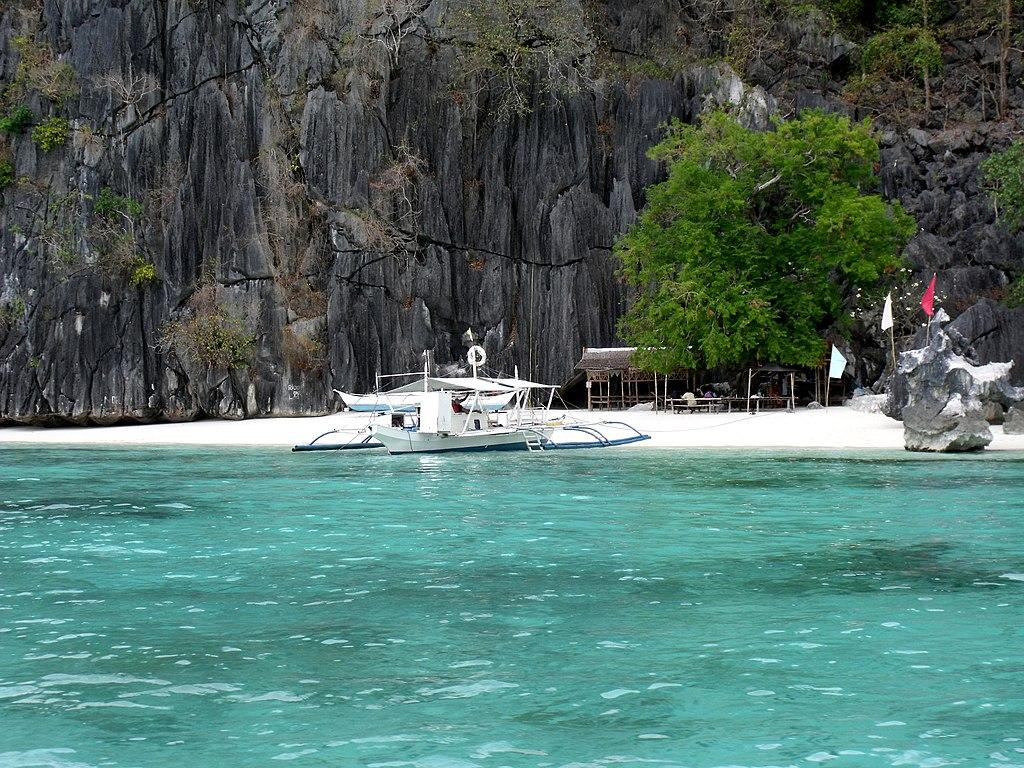 Beach next to Banol Beach, Coron, Palawan - panoramio