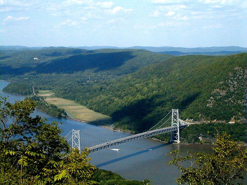 File:Bear Mtn Bridge.jpg