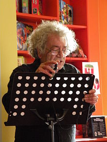 Beppe costa durante un reading.JPG