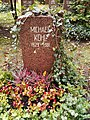 Berlin Friedrichsfelde Zentralfriedhof, Pergolenweg - Kohl, Michael.jpg