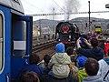 Beroun, Křivoklát expres (2014-12-13), připojování lokomotivy (01).jpg