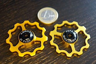 Derailleur gears - Pulley wheels for a rear derailleur