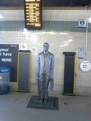 Birmingham Snow Hill - The Commuter Statue (5603066135).jpg