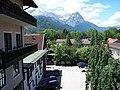 Blick vom Post-Hotel Partenkirchen zum Alpspitz - panoramio.jpg