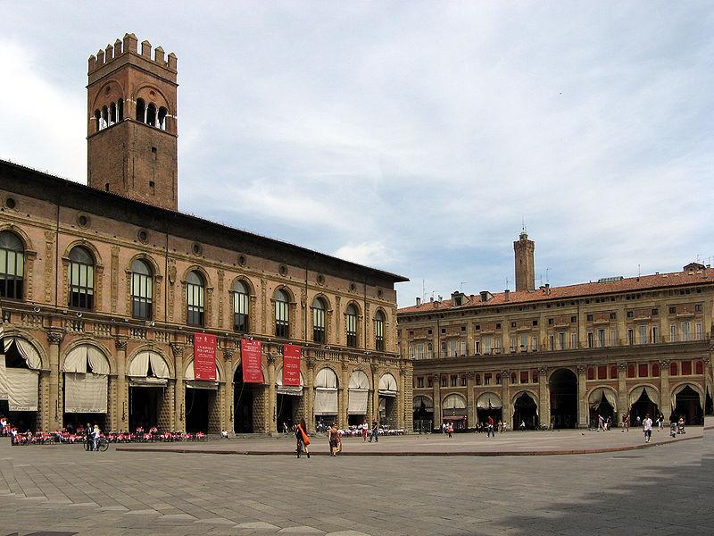 File:Bologna-Piazza Maggiore.jpg
