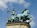 Budapest - Piazza degli eroi - Particolare - panoramio.jpg