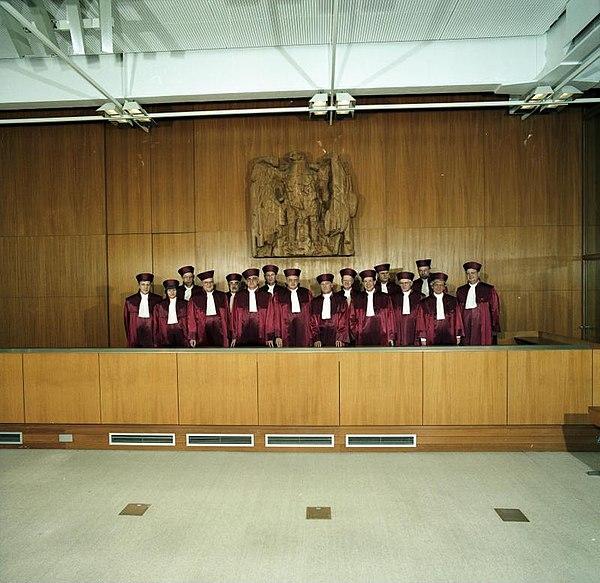 File:Bundesarchiv B 145 Bild-F083311-0002, Karlsruhe, Bundesverfassungsgericht.jpg
