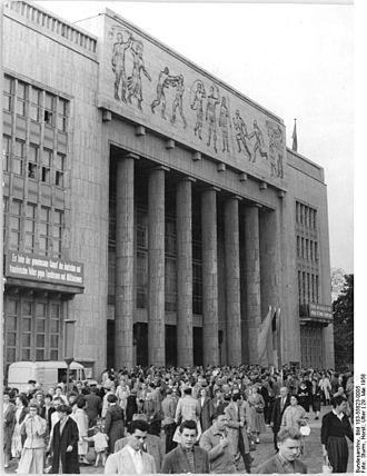 "May 1958 crisis in France - Image: Bundesarchiv Bild 183 55823 0005, Berlin, Karl Marx Allee, ""Deutsche Sporthalle"""
