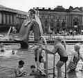 Bundesarchiv Bild 183-85889-0006, Berlin, Marx-Engels-Platz, Planschbecken.jpg