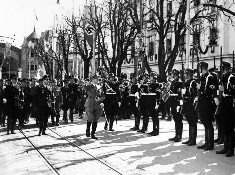 Bundesarchiv Bild 183-H04436, Klagenfurt, Adolf Hitler, Ehrenkompanie