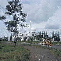 COLLECTIE TROPENMUSEUM De Al-Azhar moskee in Kebajoran Baru TMnr 20018508.jpg