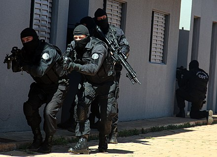 Field agents of the Federal Police's Tactical Operations Command. COT (6883662768).jpg