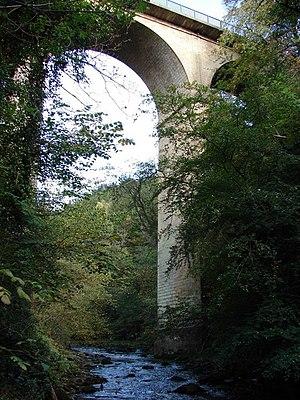Cartland Bridge - View of the bridge from the river below