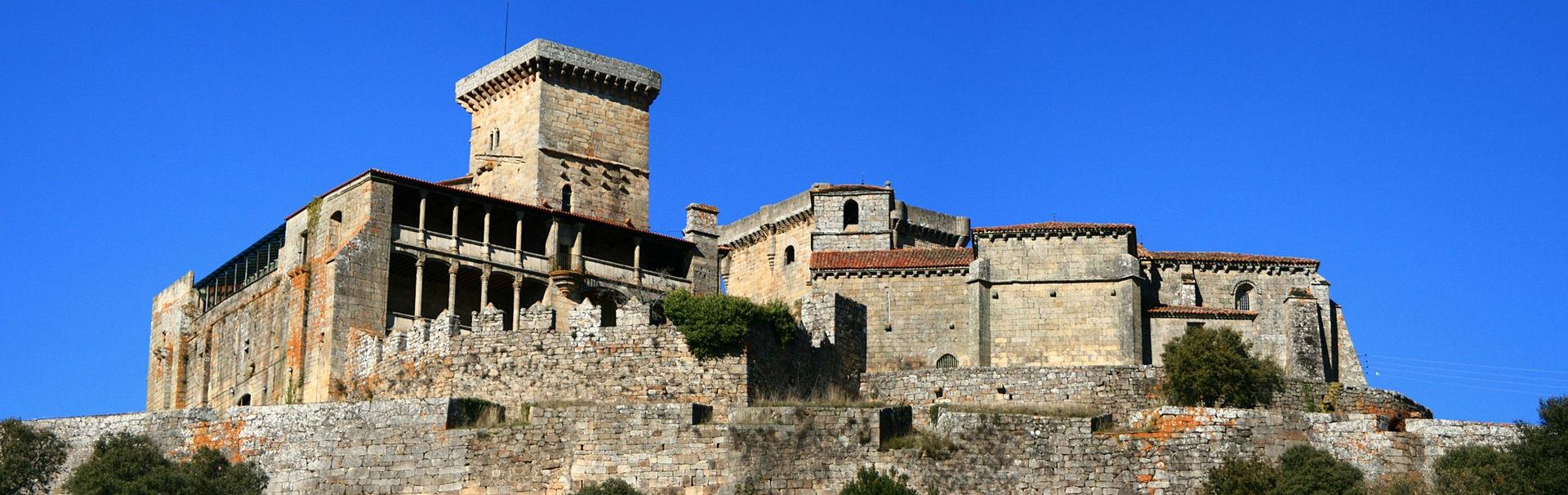 Castelo de Monterrei, Monterrei, Ourense, vista sur.jpg