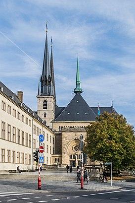 Comment aller à Cathédrale Notre-Dame De Luxembourg en transport en commun - A propos de cet endroit