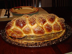 English: Six Braided Jewish Challah with sesame.