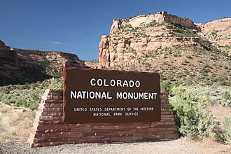 Colorado National Monument - Image: Colorado National Monument entrance
