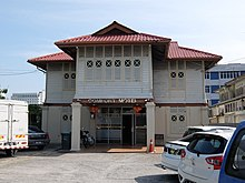 https://upload.wikimedia.org/wikipedia/commons/thumb/0/09/Comfort_Motel.jpg/220px-Comfort_Motel.jpg