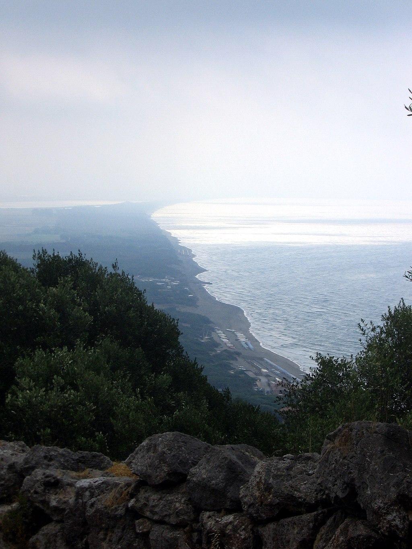 Cosa . Vista da Cosa verso la costa diVulci