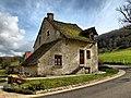 Cussey-sur-Lison, vieille maison au toit de lauzes.jpg