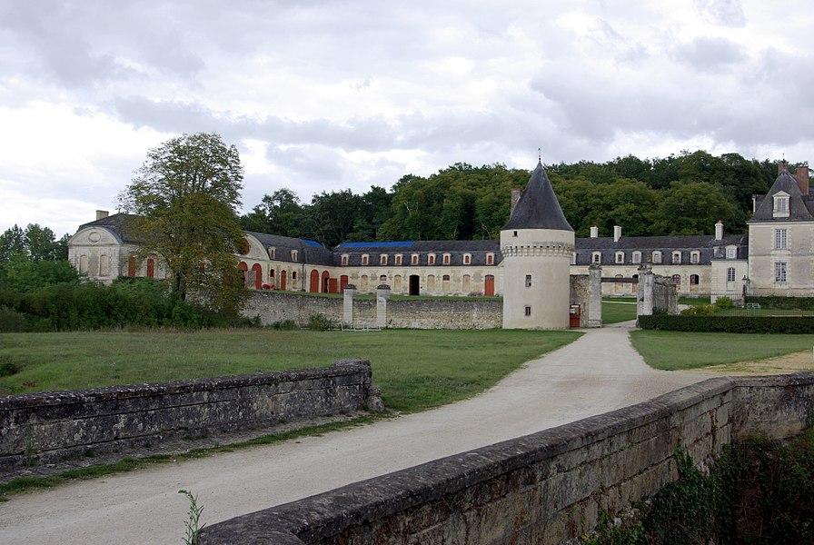 Dépendances du château de Gizeux.