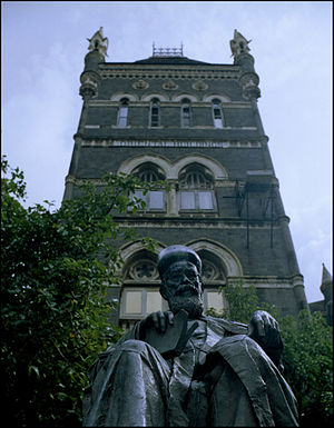 Dadabhai Naoroji - Dadabhai Naoroji statue, near Flora Fountain, Mumbai