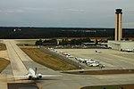 Delta N959DN McDonnell-Douglas MD90 (2) (23604599574).jpg