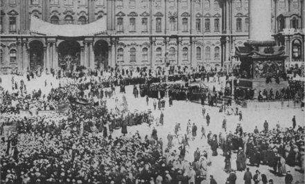 Bolsheviks celebrating May 1 near the Winter Palace half a year after taking power, 1918 Desfile-uno-mayo-II--rusia--russianbolshevik00rossuoft.png