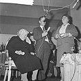 Dit is uw Leven , mevrouw ter Hall-Kohler met Bert Garthoff en mevrouw Steevens, Bestanddeelnr 913-4963.jpg