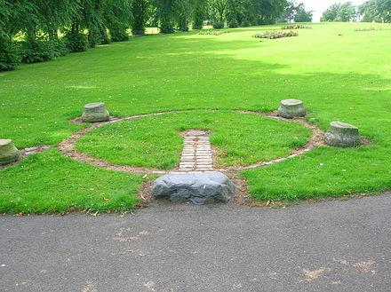 The Dooslan stane and the tolbooth bases in Brodie Park Dooslan stone in Brodie Park, paisley.JPG