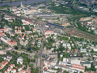 Dresden-Neustadt station - Aerial view from east to west; Albertplatz is in front of the Neustadt station building (summer of 2005)