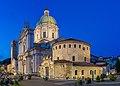 Duomo vecchio e duomo nuovo notturna Brescia.jpg