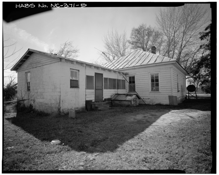 File:EAST REAR AND NORTH SIDE - Richard House, NC 258-24 South of SR 1229, Richlands, Onslow County, NC HABS NC,67-RILA.V,3-5.tif
